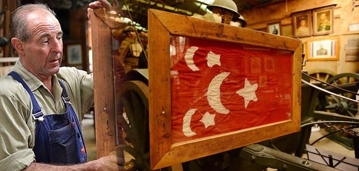 Avustralya'dakiHafif Süvari ve Topçu Müzesi'nde Osmanlı bayrağı